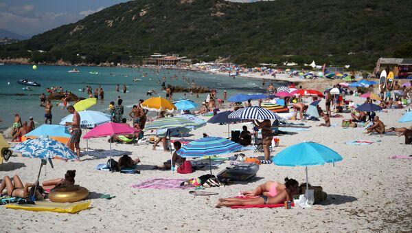 Fransa-Korsika-plaj-güneşlenme - Sputnik Türkiye
