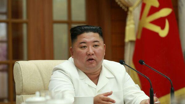 Kuzey Kore Lideri Kim Jong-un, sağlığıyla ilgili spekülasyonların ardından ilk kez iktidardaki İşçi Partisi'nin politbüro toplantısında görüntülendi. - Sputnik Türkiye