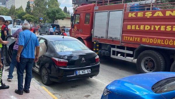 Edirne'de içi dezenfektan dolu araç alev aldı - Sputnik Türkiye
