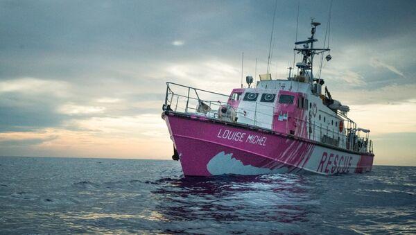 Banksy'nin finanse ettiği yardım gemisi Akdeniz'de mahsur kaldı - Sputnik Türkiye