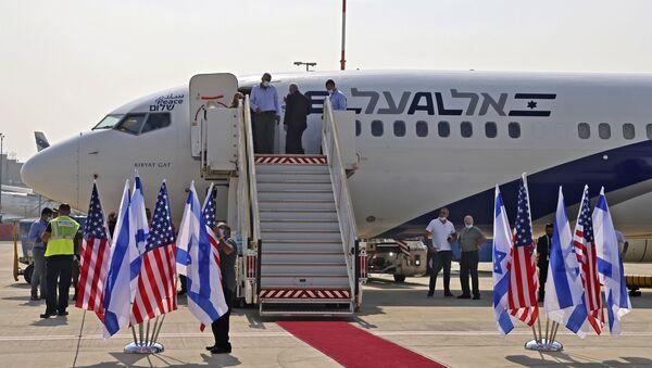 İlişkilerin normalleşmesi konusunda varılan anlaşma uyarınca İsrail ile Birleşik Arap Emirlikleri arasında ilk ticari uçuş yapıldı. - Sputnik Türkiye