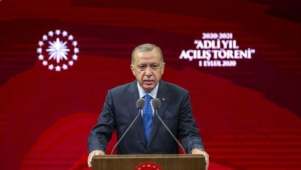 Türkiye Cumhurbaşkanı Recep Tayyip Erdoğan, Beştepe Millet Kongre ve Kültür Merkezi'nde düzenlenen 2020-2021 Adli Yılı Açılış Töreni'ne katıldı. Cumhurbaşkanı Erdoğan, burada bir konuşma yaptı. - Sputnik Türkiye