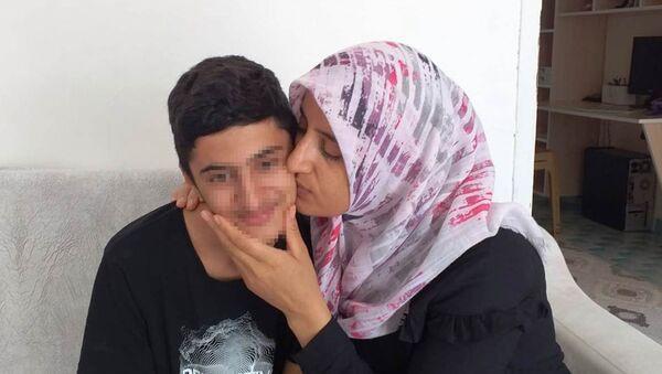 1 aydır kayıp olan Yakup, internet kafede oyun oynarken bulundu - Antalya - Sputnik Türkiye