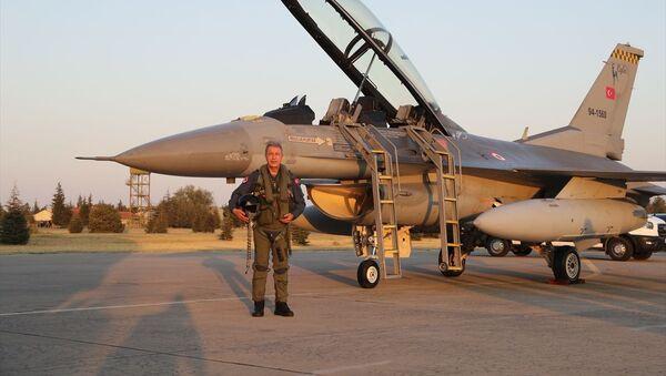 Milli Savunma Bakanı Hulusi Akar, Hava Kuvvetleri'nin yeni uçuş eğitim yılının açılışını Ege'nin kuzeyine yaptığı özel uçuşla gerçekleştirdi. - Sputnik Türkiye