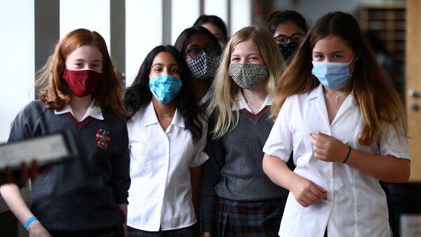 Middlesex - İngiltere - maske - koronavirüs - maske - öğrenci - Sputnik Türkiye