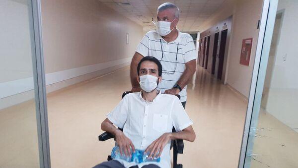 Yargıtay 16. Ceza Dairesi'nin tahliyesine karar verdiği avukat Aytaç Ünsal, adil yargılanma talebiyle ölüm orucunu sonlandırıp bağımsız hekimlerce yapılacak bir tedaviyi kabul etti. - Sputnik Türkiye