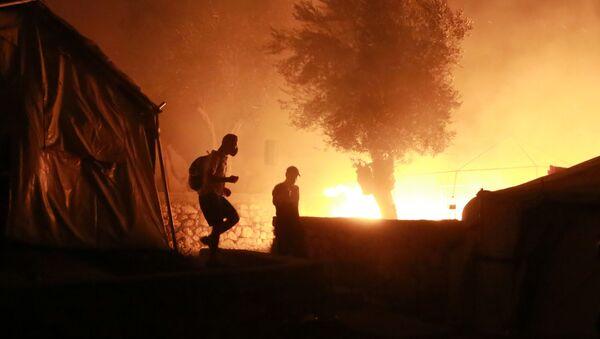 Yunanistan'daki Moria sığınmacı kampında yangın - Sputnik Türkiye