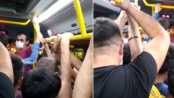Arnavutköy'de gün boyu süren koronavirüs denetimlerinin ardından minibüsler tıka basa doldu  - Sputnik Türkiye