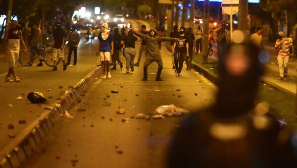Kolombiya'da polis şiddetine karşı yapılan protestolarda 7 kişi öldü - Sputnik Türkiye