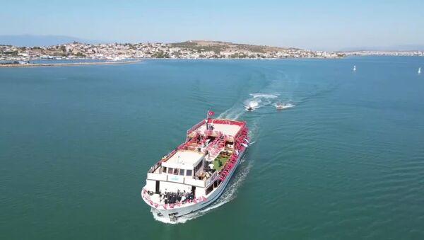 Balıkesir Büyükşehir Belediyesi, Eylül ayı Meclis toplantısını Ege Denizi'nde teknede gerçekleştirdi - Sputnik Türkiye
