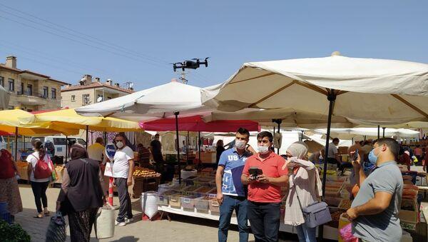 Ürgüp'te pazar alışverişi yapanların ateşi drone ile ölçüldü - Sputnik Türkiye