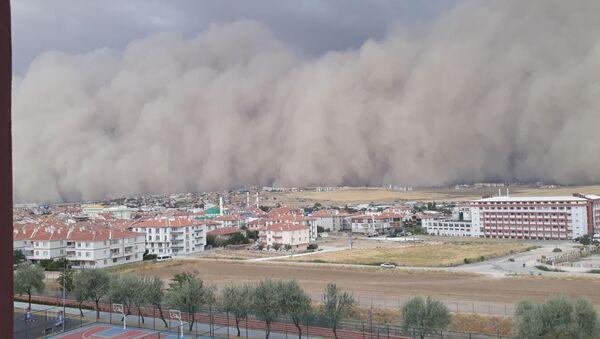 Ankara'nın Polatlı ilçesinde kum fırtınası meydana geldi. - Sputnik Türkiye
