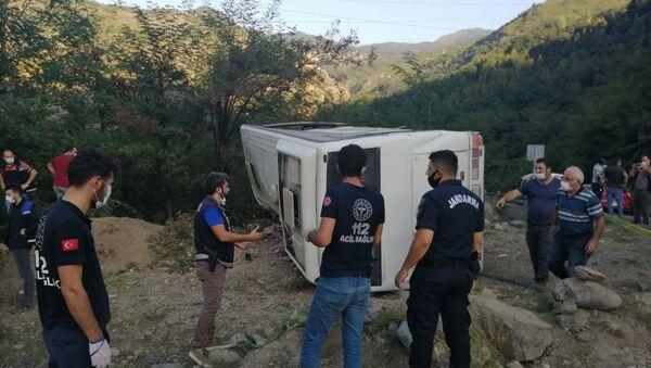 Artvin'de maden işçilerini taşıyan otobüs devrildi; bir kişi öldü, 15 kişi yaralandı. - Sputnik Türkiye