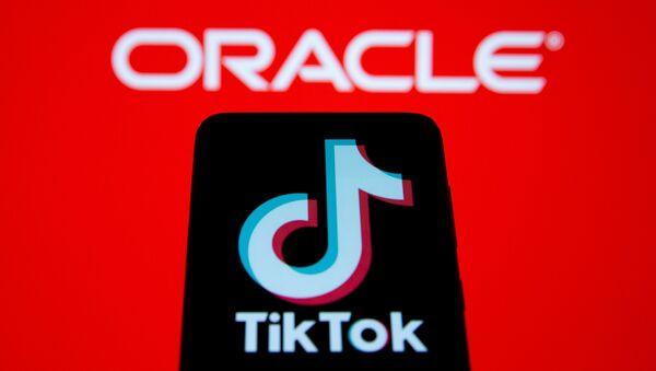 TikTok ve Oracle logolarının birarada illüstrasyonu - Sputnik Türkiye