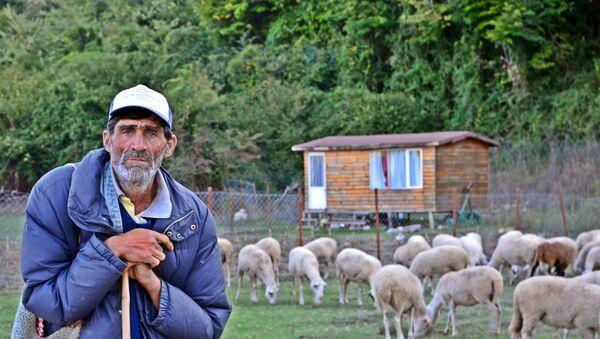 """Kıyıköy sakinlerinin yer aldığı """"Yerel Yetenekler Ödülü"""" kategorisinin üçüncülük ödülü Tolga Uysal'a verildi. - Sputnik Türkiye"""