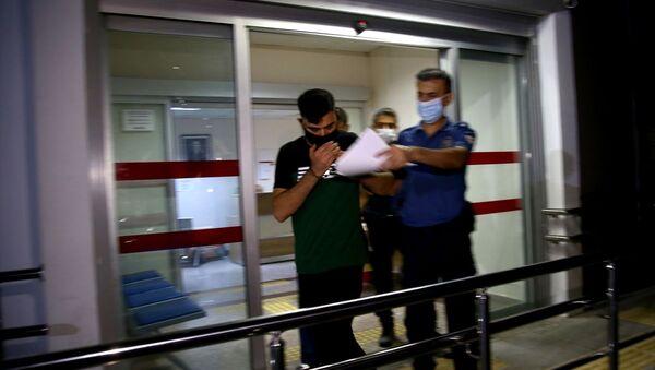 Adana'da kız arkadaşını 9. kattaki balkondan sarkıtan saldırgan yakalandı - Sputnik Türkiye