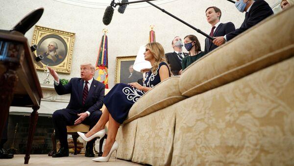 Президент США Дональд Трамп выступает во время встречи с министром иностранных дел ОАЭ Абдуллой бин Зайедом перед подписанием Абрахамских соглашений - Sputnik Türkiye