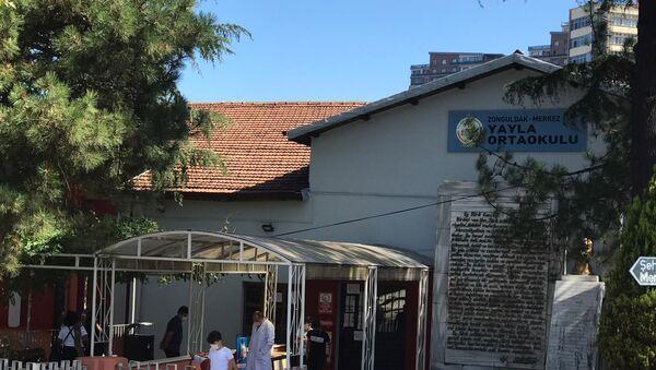 Öğrencide koronavirüs çıktı, tüm sınıf ve 2 öğretmen karantinaya alındı - Zonguldak - Sputnik Türkiye