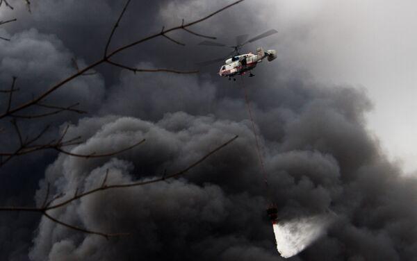 Ka-32A helikopteri yangın söndürme çalışmalarına katılıyor - Sputnik Türkiye