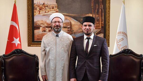 Diyanet İşleri Başkanı Ali Erbaş ile Rusya Federasyonu'na bağlı Başkurdistan Müftüsü Aynur Birgalin. - Sputnik Türkiye