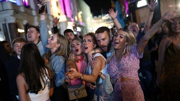 12 Eylül 2020'de Londra'daki bir sokak partisinden sahneler, İngiltere, Britanya - Sputnik Türkiye