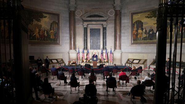 ABD Başkanı Donald Trump, başkent Washington DC'de düzenlenen Beyaz Saray Amerikan Tarihi Konferansında bir konuşma yaptı. - Sputnik Türkiye