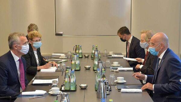 Yunanistan Dışişleri Bakanı Nikos Dendias ve NATO Genel Sekreteri Jens Stoltenberg - Sputnik Türkiye