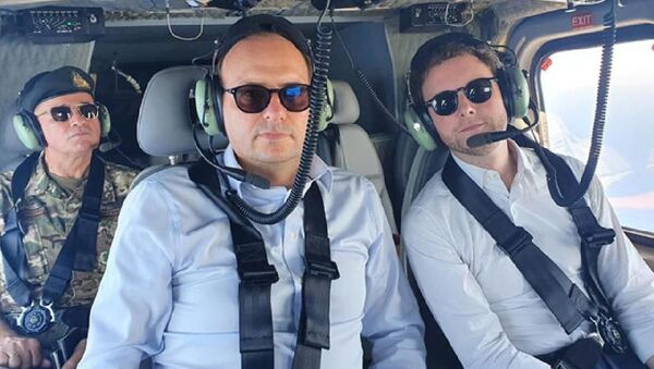 Fransa'nın Avrupa Bakanı Clement Beaune ve Güney Kıbrıslı mevkidaşı Haralambos Petridis, askeri helikopterle bölgede bulunan Yavuz Sondaj Gemisi'nin ve Kuzey Kıbrıs yönetimindeki Kapalı Maraş'ın etrafında uçuş gerçekleştirdi. - Sputnik Türkiye