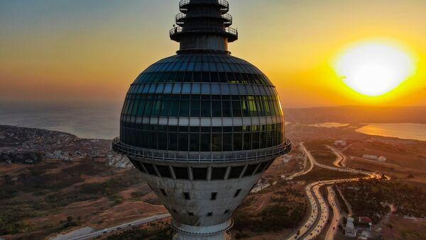 Küçük Çamlıca TV-Radyo Kulesi'nde radyoların test yayınları başlarken, gözler 55 milyon dolara yapılan Büyükçekmece'deki Endem TV Kulesi'ne çevrildi. 12 yıldır atıl bir şekilde duran kule akıbetini bekliyor. - Sputnik Türkiye