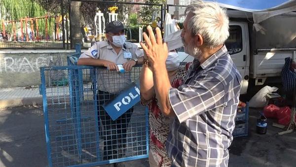 Pazara maskesiz gelen vatandaş, görevlilerle tartıştı - Sputnik Türkiye