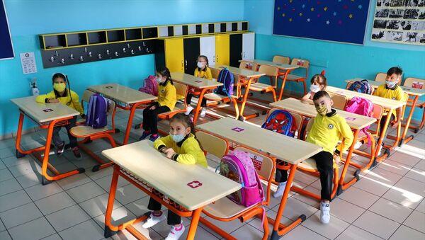 yüz yüze eğitim, ilkokul 1'inci sınıflar - Sputnik Türkiye