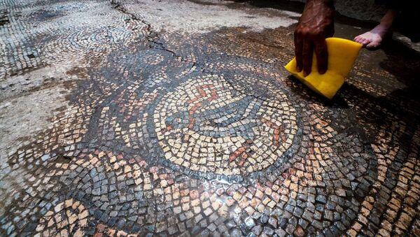 Mardin'de 1624 yıllık kiliseye ait mozaikler gün yüzüne çıkarılıyor - Sputnik Türkiye
