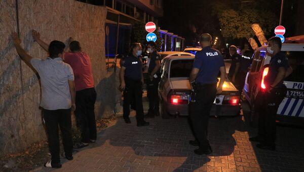 Babası alkollü diye direksiyona geçen 16 yaşındaki genç, polisten kaçarken yakalandı - Sputnik Türkiye
