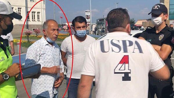 MHP'den 2011 yılında ihraç edileneski İstanbul Milletvekili İhsan Barutçu, polis ekiplerince kendisine ceza yazılacak olmasına sinirlendi. - Sputnik Türkiye