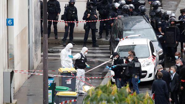 Fransa'nın başkenti Paris'te bir kişi, mizah dergisi Charlie Hebdo'nun eski binasının bulunduğu muhitte saldırı düzenleyerek 4 kişiyi yaraladı. - Sputnik Türkiye
