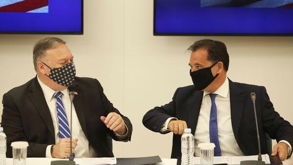 ABD Dışişleri Bakanı Mike Pompeo, Yunanistan ziyaretinde, Kalkınma Bakanı Adonis Yorgiadis (Georgiadis) ile bilim-teknoloji anlaşması imzaladı. - Sputnik Türkiye