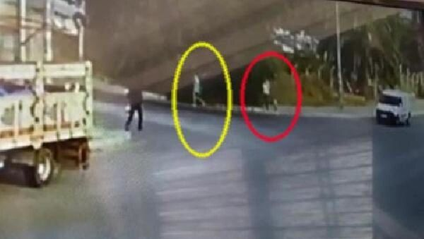 İzmir'de sokakta taciz edilen kadın, karşı koyunca darp edildi - Sputnik Türkiye