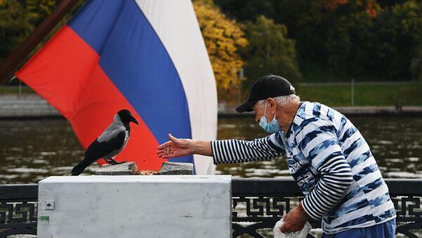 yaşlı adam, koronavirüs, Luzhniki parkı, Moskova, Rusya - Sputnik Türkiye