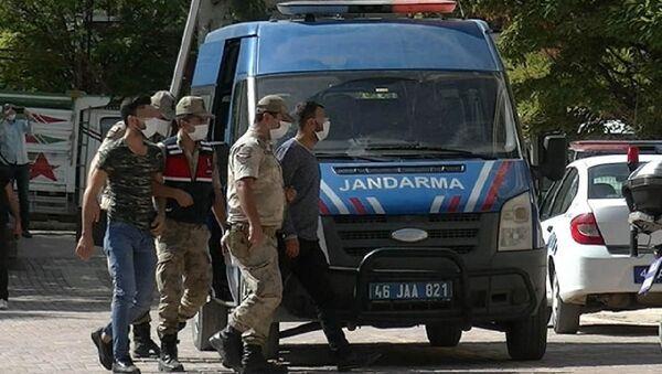 Kahramanmaraş'ın Pazarcık ilçesinde, 16 yaşındaki G.D.'nin tecavüze uğrayıp hamile kaldığı iddiası üzerine jandarma ekiplerince yapılan operasyonda 1'i kadın 6 kişi gözaltına alındı. - Sputnik Türkiye