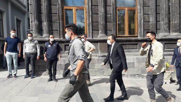Kars'ta Ayhan Bilgen'in yerine atanan kayyum görevine başladı - Sputnik Türkiye