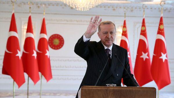Türkiye Cumhurbaşkanı Recep Tayyip Erdoğan, Reyhanlı Barajı, Afrin Çayı Davutlar Regülatörü ve Derivasyon Kanalı, Tahtaköprü Barajı Yükseltilmesi ve Hatay İçme Suyu Arıtma Tesisi Açılış Töreni'ne Vahdettin Köşkü'nden canlı bağlantıyla katıldı. - Sputnik Türkiye