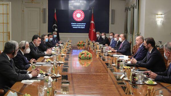 Türkiye Cumhurbaşkanı Recep Tayyip Erdoğan, Libya Başbakanı Fayiz es-Serrac ve beraberindeki heyeti Vahdettin Köşkü'nde kabul etti. - Sputnik Türkiye