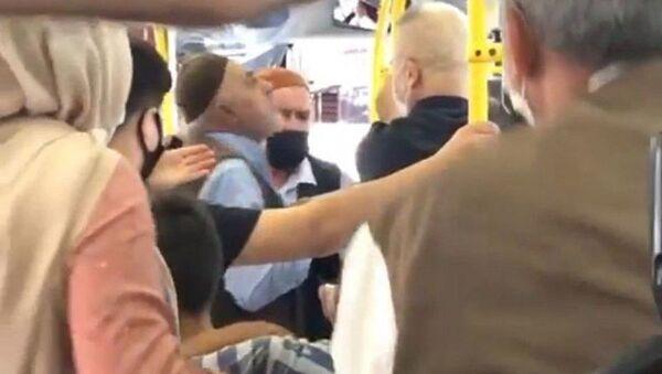 Otobüste maske tartışması - Sputnik Türkiye