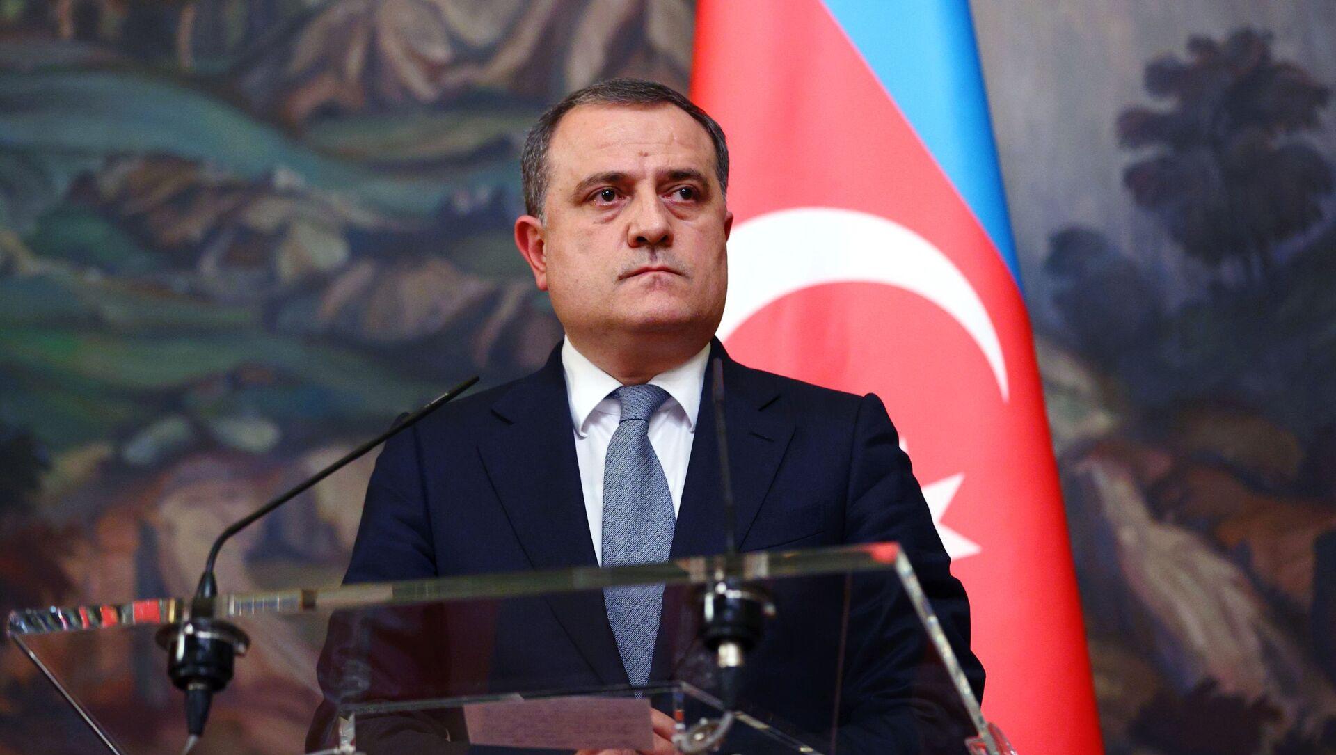 Azerbaycan Dışişleri Bakanı Ceyhun Bayramov - Sputnik Türkiye, 1920, 05.04.2021
