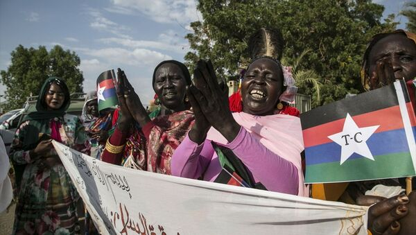 Sudan'da, hükümet ile Devrimci Cephesi bünyesindeki isyancı silahlı hareketler arasında varılan nihai barış anlaşması düzenlenen törenle kutlandı. - Sputnik Türkiye