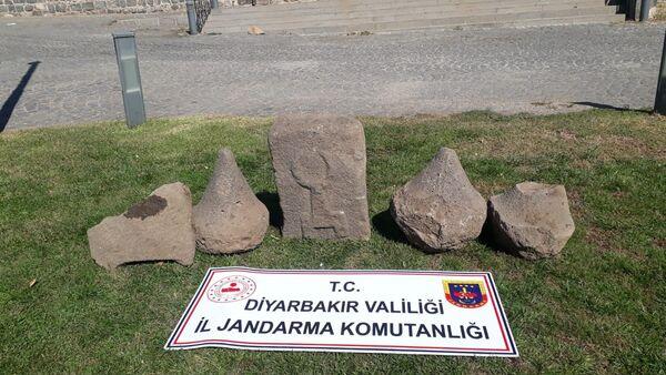 Diyarbakır'da Asur dönemine ait 5 adet üzeri kabartma yazılı taş - Sputnik Türkiye