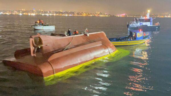 Fatih'te tekne alabora oldu - Sputnik Türkiye