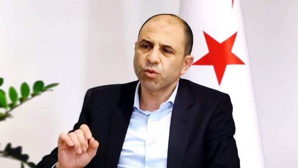 Kuzey Kıbrıs Bağımsız Cumhurbaşkanı Adayı, Başbakan Yardımcısı ve Dışişleri Bakanı Kudret Özersay - Sputnik Türkiye