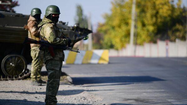 Kırgızistan - Bişkek girişinde askerler - Sputnik Türkiye