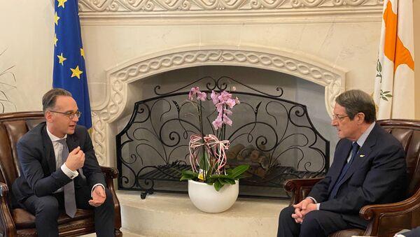 Güney Kıbrıs Rum Yönetimi Cumhurbaşkanı NikosAnastasiadis tarafından kabul edilen Almanya Dışişleri Bakanı Heiko Maas (solda) - Sputnik Türkiye